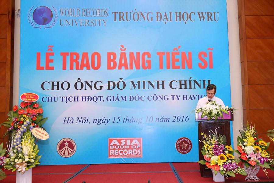 Ông Dương Lâm Duy Viên - Giám đốc điều hành Tổ chức kỷ lục giới thiệu đôi nét tiểu sử và công trình luận án của tân tiến sĩ và quyết định của WRU.