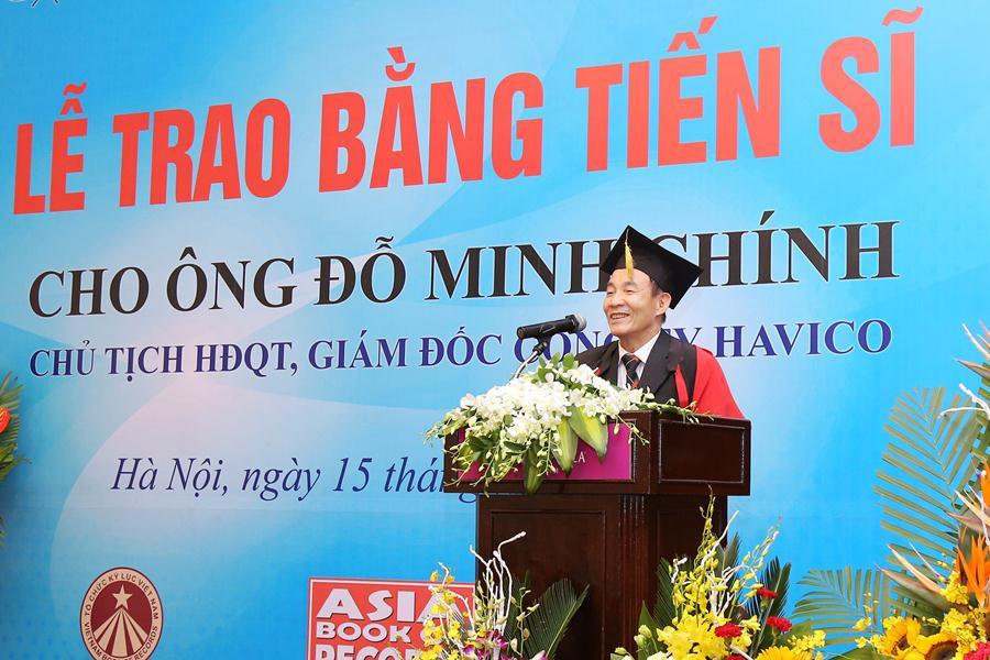 TS, Luật sư Nguyễn Văn Viễn phát biểu và nêu rõ ý nghĩa của tấm bằng tiến sĩ do WRU cấp.