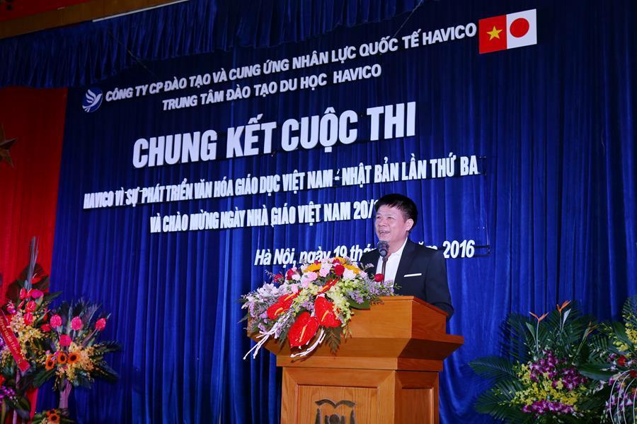 Nhà báo, nhạc sĩ Trần Miêu - Phó tổng biên tập Tạp chí Trí thức và Phát triển - thay mặt Ban giám khảo công bố giải thưởng cuộc thi báo tường và cuộc thi văn nghệ