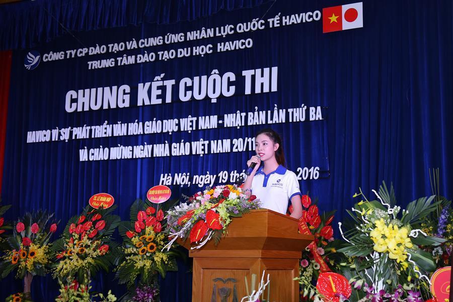 Đại diện học viên bày tỏ lời cám ơn tới công ty và các thầy cô giáo nhân ngày hội giáo dục
