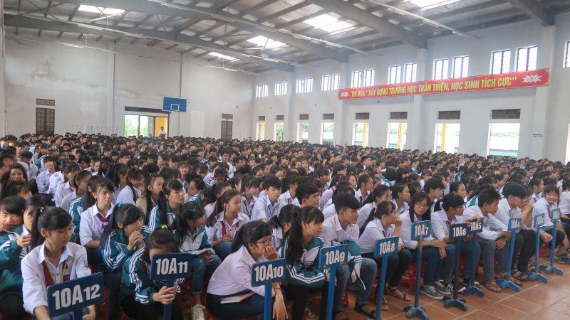 Không khí trang nghiêm và kỷ luật trong lễ chào cờ của thầy trò trường THPT Bắc Kiến Xương