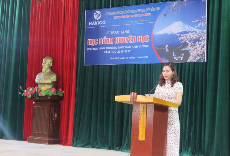 Cô giáo Trần Thị Oanh - hiệu trưởng trường THPT Bắc Kiến Xương