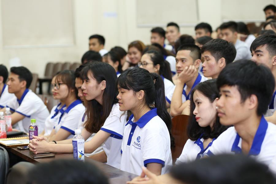 Học viên có mặt đông đủ trong hội trường