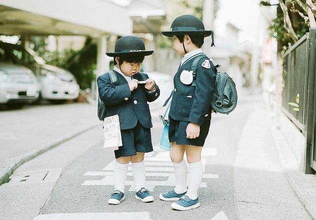 Trẻ em tự đến trường từ khi còn rất nhỏ