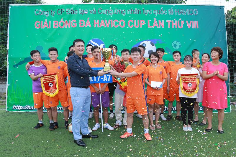 Cup vô địch HAVICO được trao cho đội K17-A7+A15