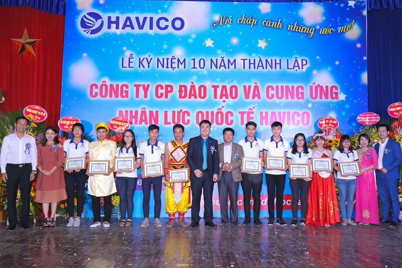 HAVICO cũng đã dành 10 suất học bổng trao cho 10 học viên có thành tích xuất sắc nhất trong thời gian học tập vừa qua.