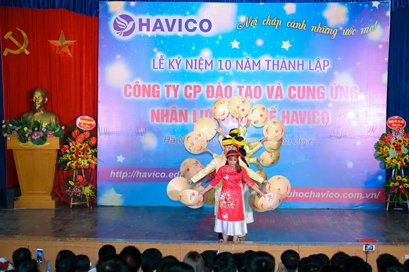 """Tiết mục """"Việt Nam quê hương tôi"""" của lớp K17-A12 - giải nhì phần thi văn nghệ"""