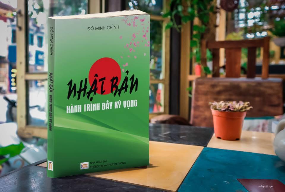 """Cuốn sách """"Nhật Bản - Hành trình đầy kỳ vọng"""" do TS. Đỗ Minh Chính thực hiện và xuất bản năm 2017."""