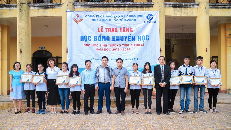 HAVICO trao tặng học bổng khuyến học tại trường THPT A Phủ Lý