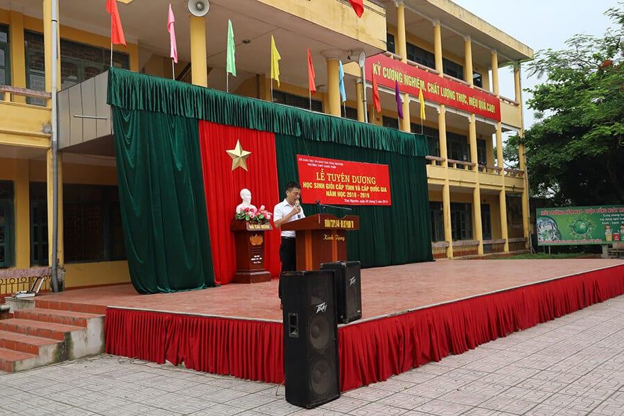 Buổi lễ tuyên dương học sinh giỏi cấp tỉnh và cấp quốc gia năm học 2018 - 2019 tại trường THPT Gang Thép