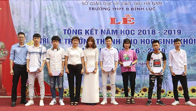 Các bạn học sinh trường THPT B Bình Lục đạt giải trong cuộc thi video trên kênh YouTube lần 2 của HAVICO.