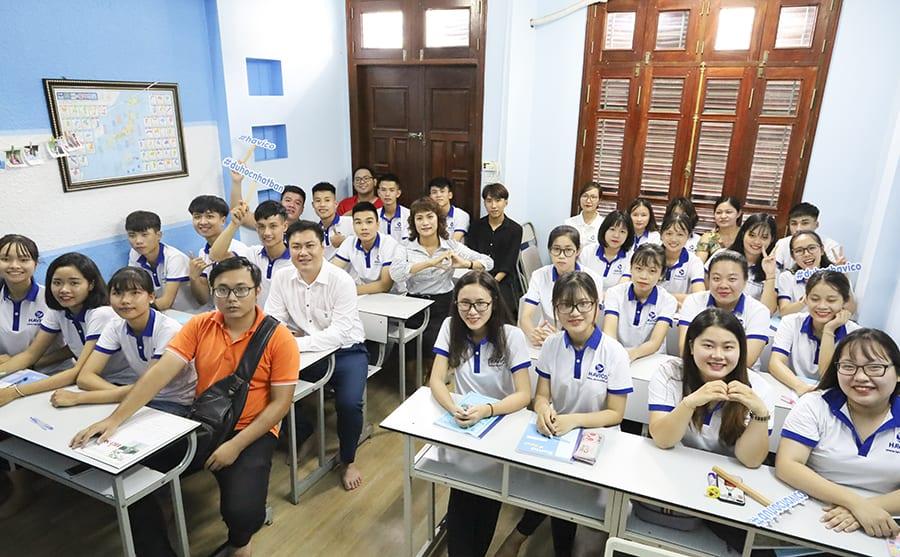 Ban lãnh đạo HAVICO cùng với các em học viên trong buổi lễ khai giảng lớp K19A7 ngày 22/07/2019 vừa qua