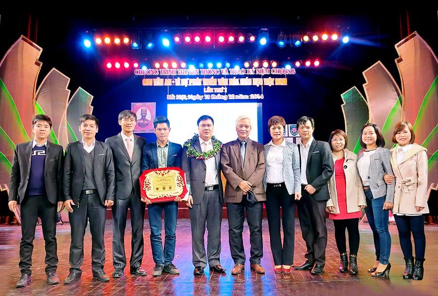Ban lãnh đạo HAVICO trong buổi lễ nhận giải thưởng Chu Văn An - Bảng vàng vì sự phát triển văn hóa giáo dục Việt Nam