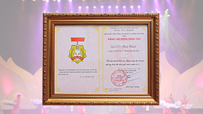 Chủ tịch Đỗ Minh Chính nhận giải thưởng Lao động sáng tạo
