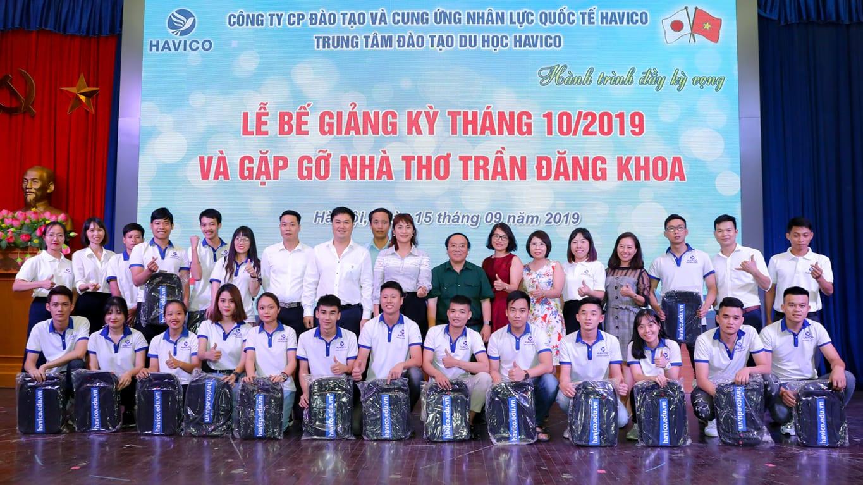 Buổi lễ bế giảng kỳ tháng 10 năm 2019 và gặp gỡ nhà thơ Trần Đăng Khoa