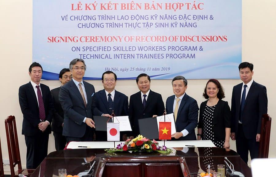 Đại diện Bộ LĐ-TBXH Việt Nam và JITCO tại lễ ký biên bản hợp tác