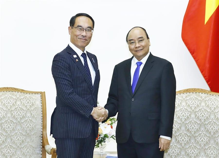 Thủ tướng Nguyễn Xuân Phúc tiếp ông Motohiro Ono, Thống đốc tỉnh Saitama ngày 11/11. (Ảnh: Thống Nhất/TTXVN)